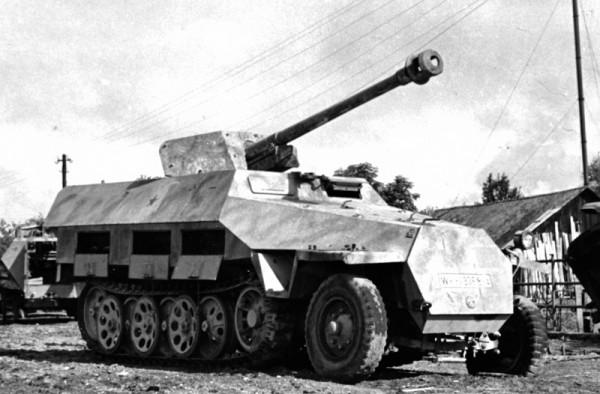 Pakwagen 600x394 - German Tank Destroyer Side Tree