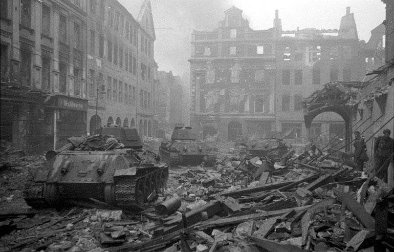 Soviet-tanksd-advance-through-shattered-berlin-streets