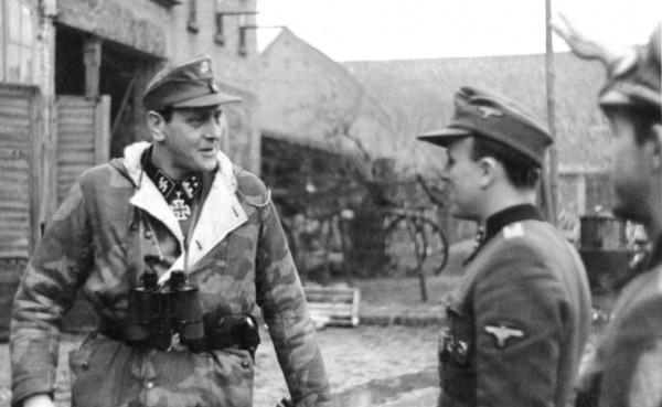 Bundesarchiv_Bild_183-R81453,_SS-Obersturmbannführer_Otto_Skorzeny_an_der_Oder_retouched