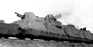 Im Osten, Panzerzug mit Geschütz und Vierlingsflak