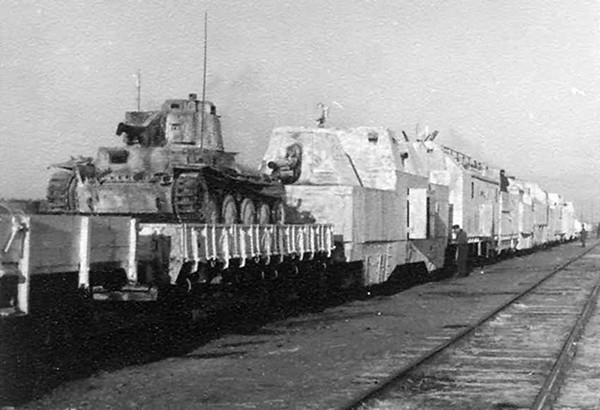Panzerzug_german_armored_train_with_panzer_38t_winter_camouflage