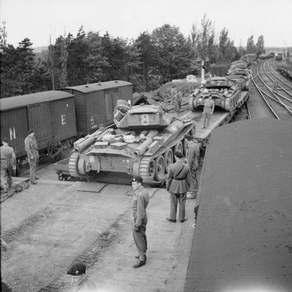Covenanter_tanks_entraining_Thetford_May_1942_IWM_H_20244