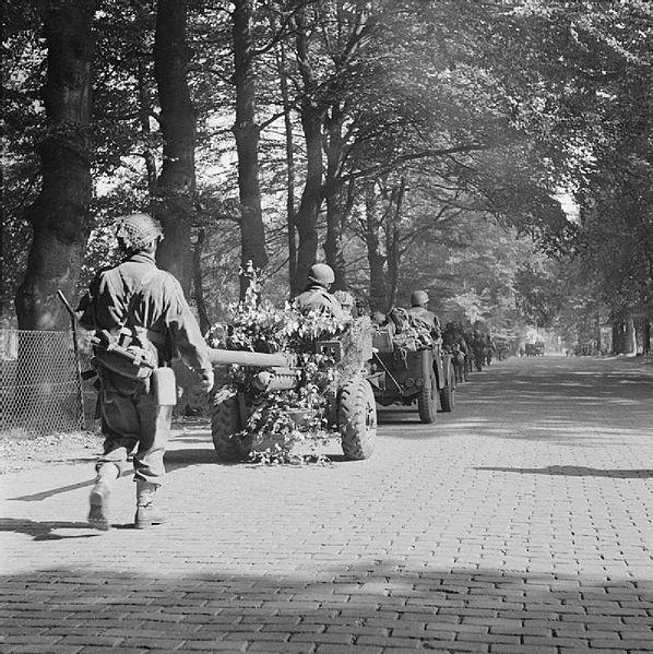 The_British_Airborne_Division_at_Arnhem_and_Oosterbeek_in_Holland_BU1091 6pdr jeep
