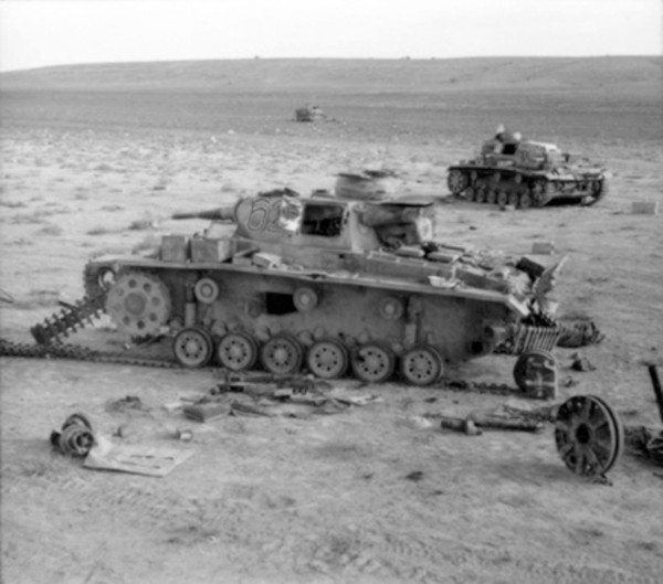 Damaged_Panzer_IIIs_near_Belhamded1_1941