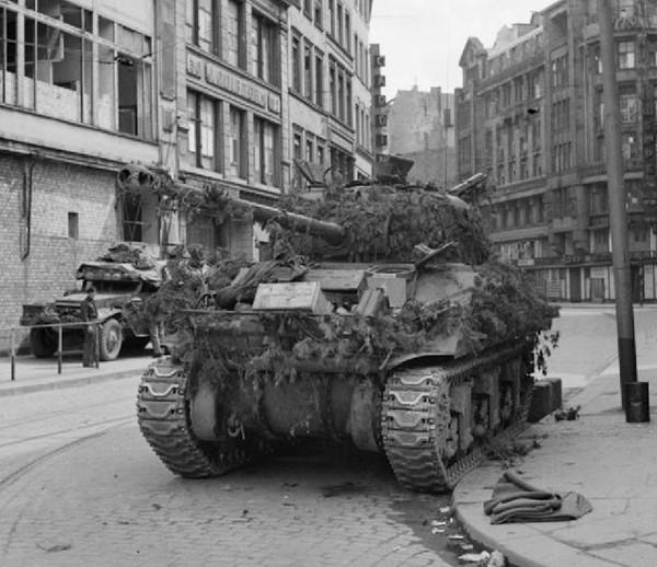 Firefly_7th_Armoured_Division_Hamburg4May1945