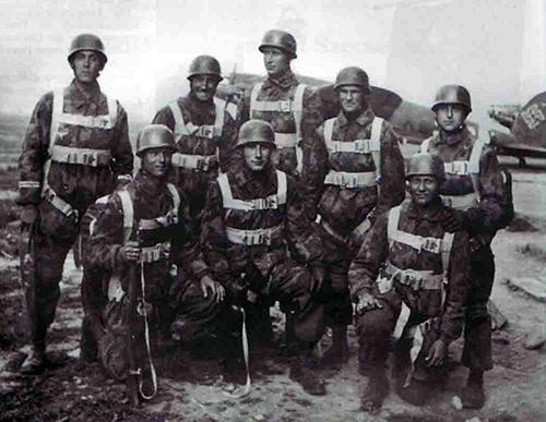 men of the SS-Fallschirmjäger-Btl 500 on the airfield at Mataruška Banja