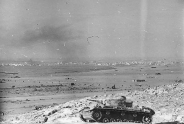 A PzKpfw.III of the 21st Panzer Division overlooking Mersa Matruh.