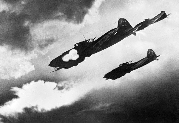 IL-2 Sturmovik fighter-bombers on the attack!