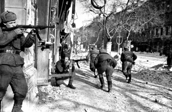 Soviet soldiers engaged in a vicious street battle! Budapest.