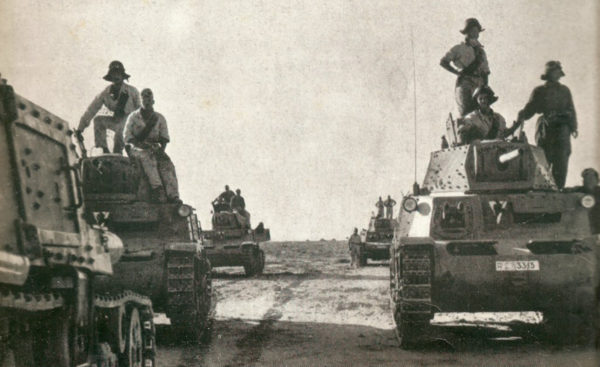 M13/40 tanks of the Italian Army moving across the Western Desert. Babini Group.